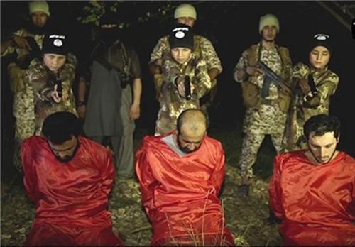 59011 684 اعدام ۳ سرباز عراقی توسط ۳ کودک داعشی