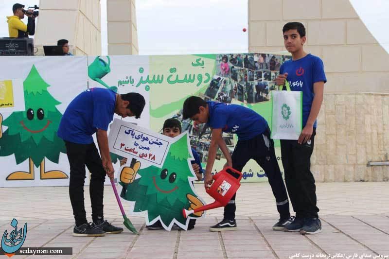 (تصاویر) جشن شاد خانوادگی هوای پاک در میدان امام خمینی شهرستان لارستان
