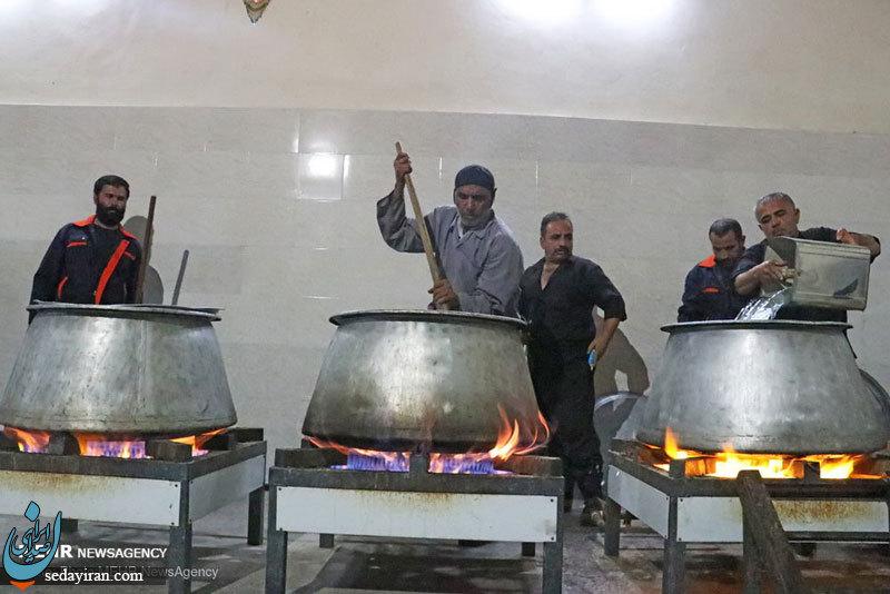 (تصاویر) پخت غذای نذری در لارستان
